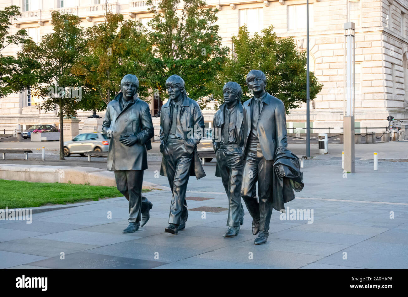 bronze-walking-statutes-of-the-beatles-b