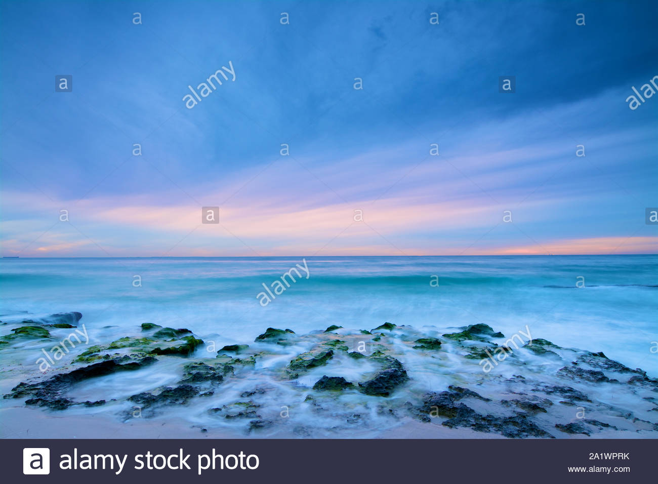 soft-colours-at-dusk-at-north-cottesloe-beach-perth-western-australia-2A1WPRK.jpg