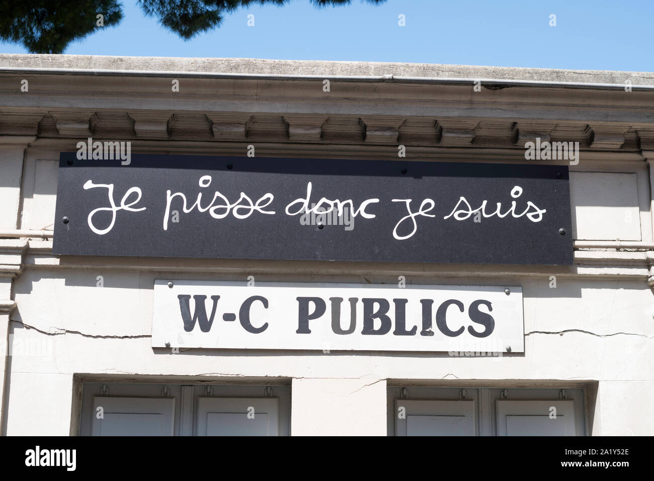 sign-on-public-toilet-by-artist-ben-vautier-je-pisse-donc-je-suis-i-piss-therefore-i-am-nice-france-europe-2A1Y52E.jpg
