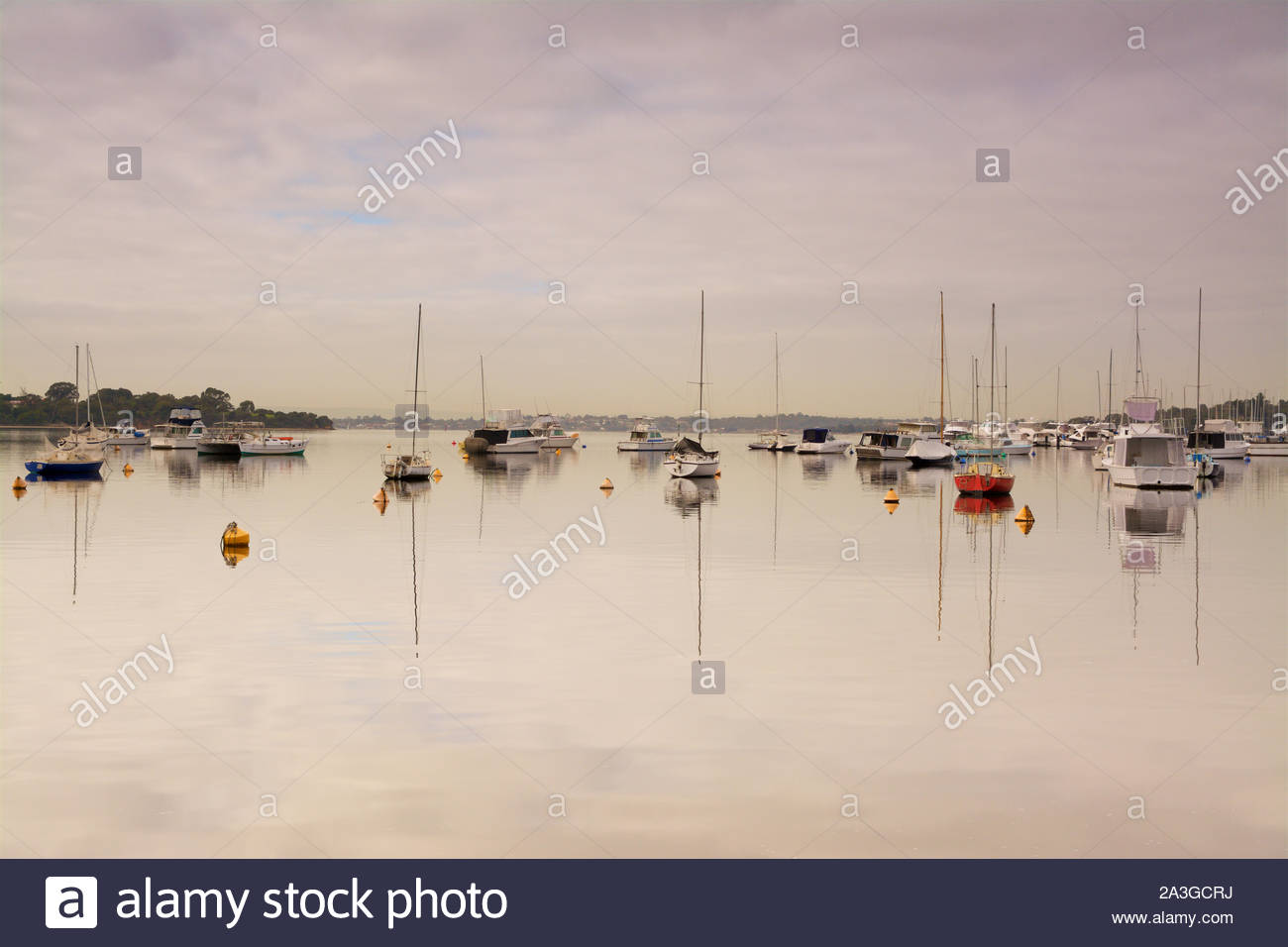 boats-in-freshwater-bay-on-the-swan-river-in-the-suburb-of-peppermint-grove-perth-western-australia-2A3GCRJ.jpg