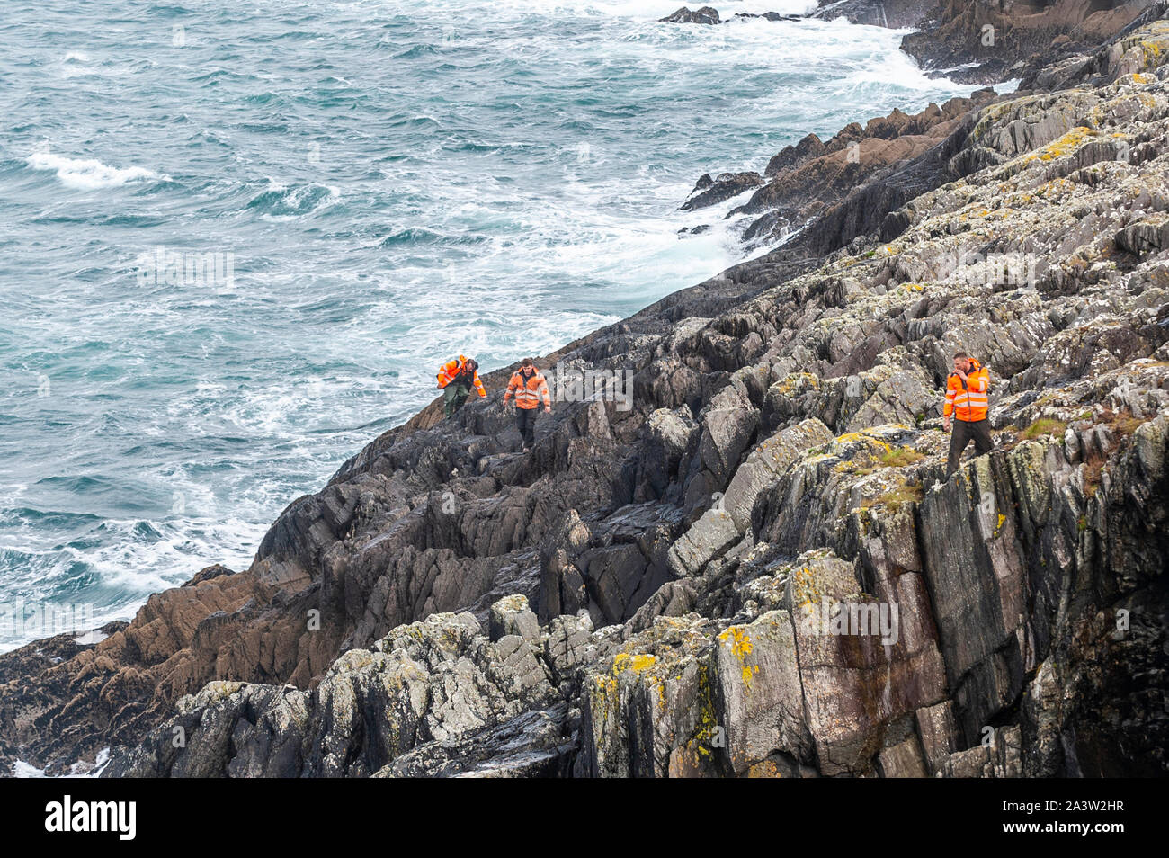dunmanus-bay-west-cork-ireland-10th-oct-2019-people-search-the-waters-of-dunmanus-bay-for-missing-fisherman-kodie-healy-mr-healy-went-fishing-yesterday-morning-but-didnt-return-this-morning-boat-wreckage-and-flares-have-been-found-on-carberry-island-which-is-located-in-the-bay-credit-andy-gibsonalamy-live-news-2A3W2HR.jpg