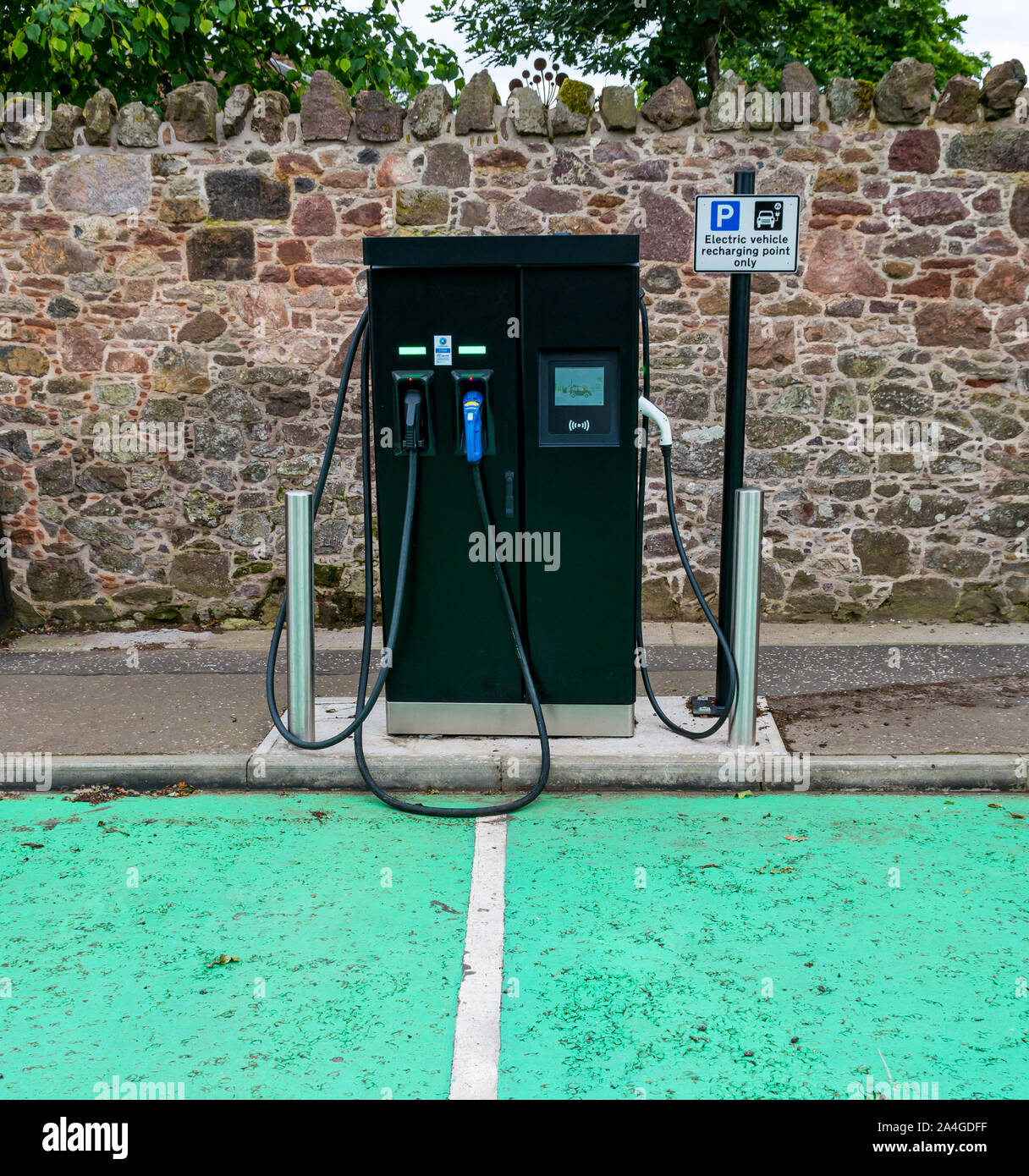 electric-vehicle-car-recharging-point-ea