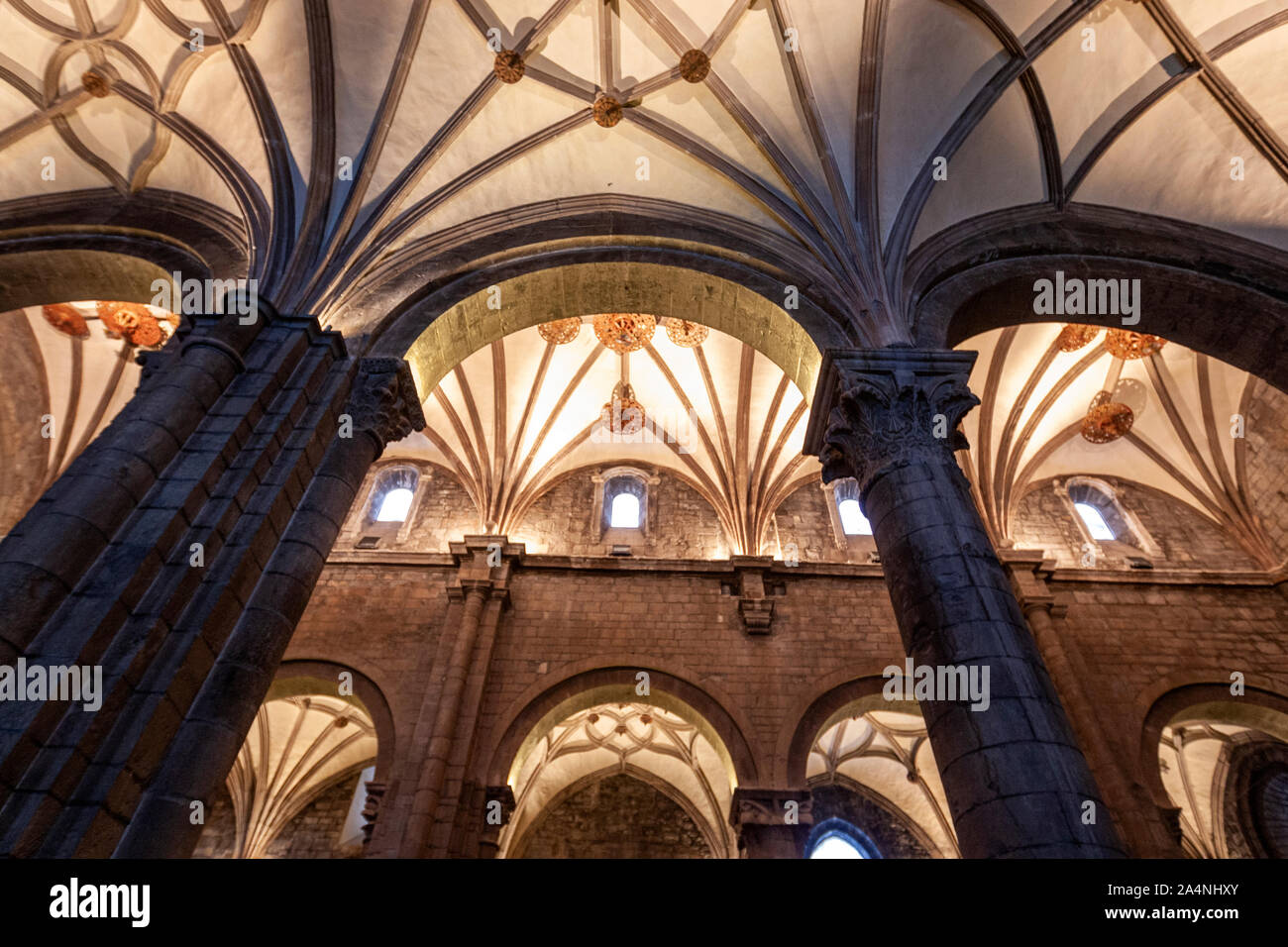 vaulted-ceiling-in-nave-and-arches-in-ja