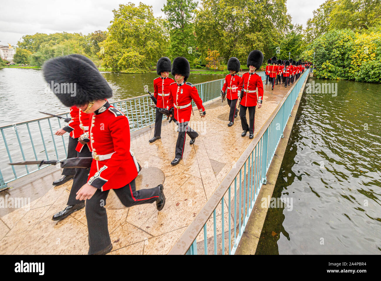 british-army-guards-breaking-step-crossing-the-blue-bridge-in-st-jamess-park-near-buckingham-palace-after-the-state-opening-of-parliament-london-uk-2A4PBR4.jpg