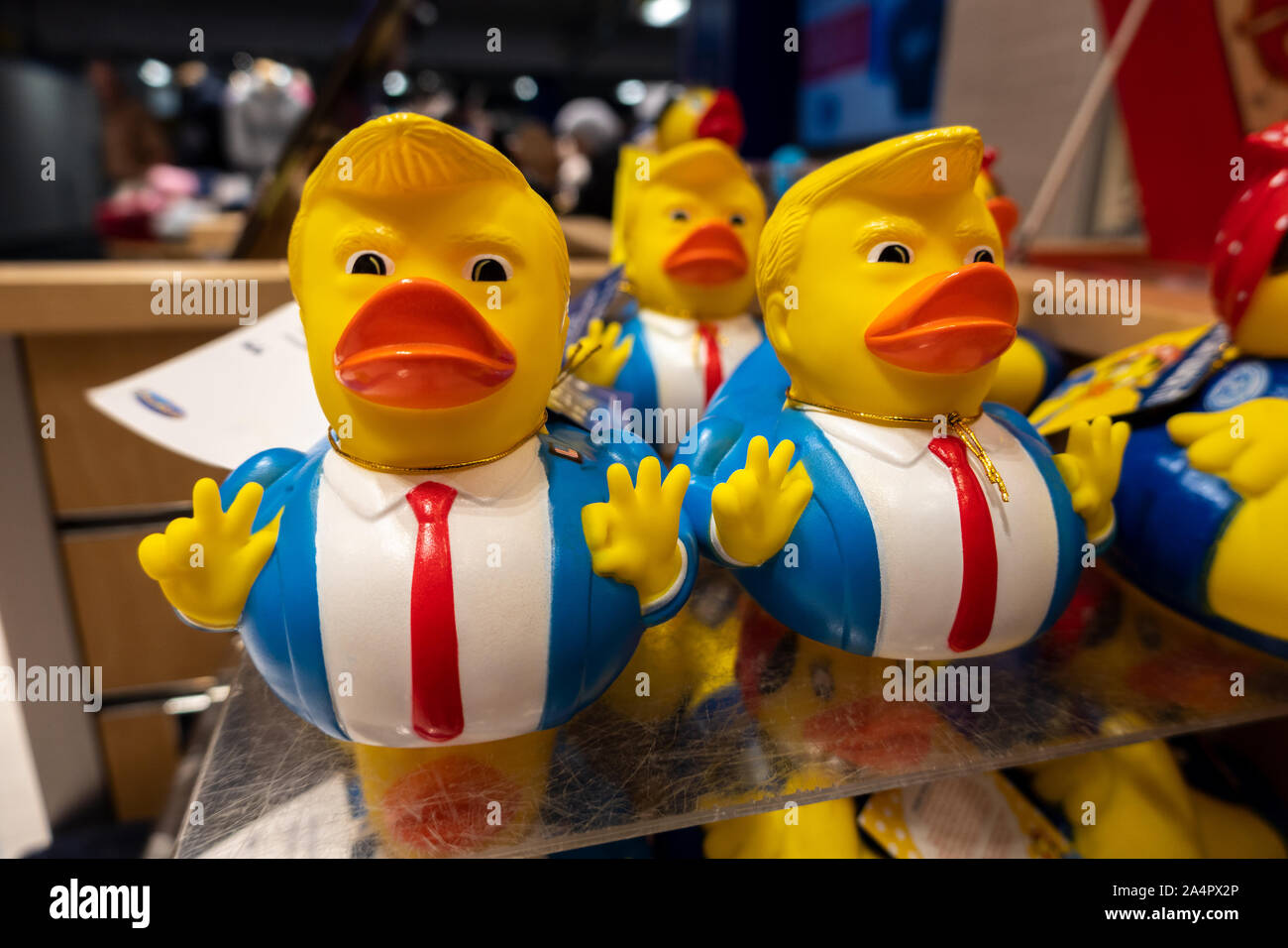 https://c7.alamy.com/comp/2A4PX2P/funny-donald-trump-rubber-duck-novelty-toy-2020-election-campaign-souvenirs-for-sale-2A4PX2P.jpg