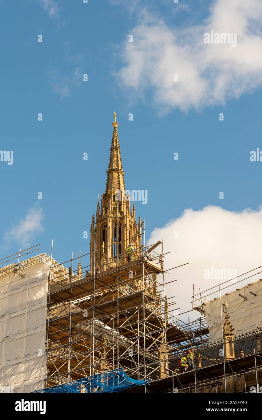 spire-of-palace-of-westminster-under-restoration-with-scaffolding-and-workmen-workers-on-scaffold-platform-houses-of-parliament-repairs-2A5FY40.jpg