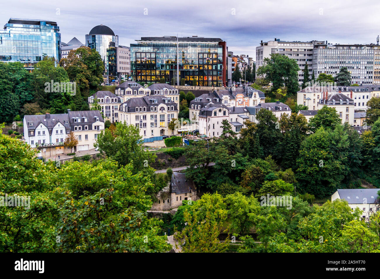st-quirin-chapel-and-modern-buildings-luxembourg-city-grand-duchy-of-luxembourg-2A5HT70.jpg