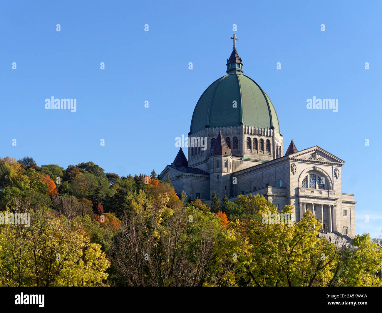 saint-josephs-oratory-of-mount-royal-bas
