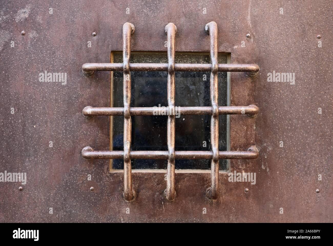 window-with-cross-bars-2A66BPY.jpg