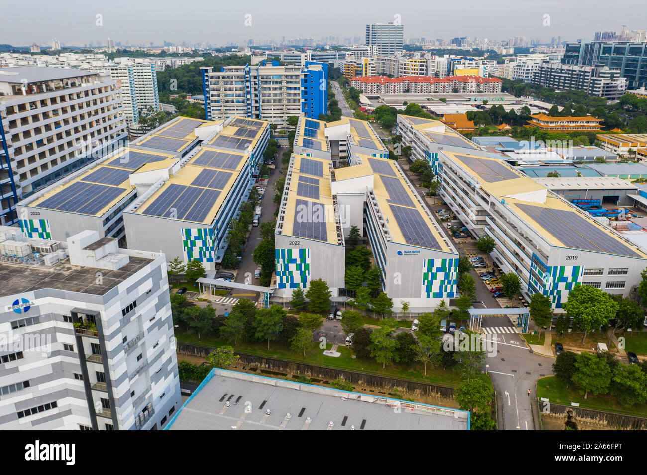 solar-panels-on-the-roof-of-factories-fr