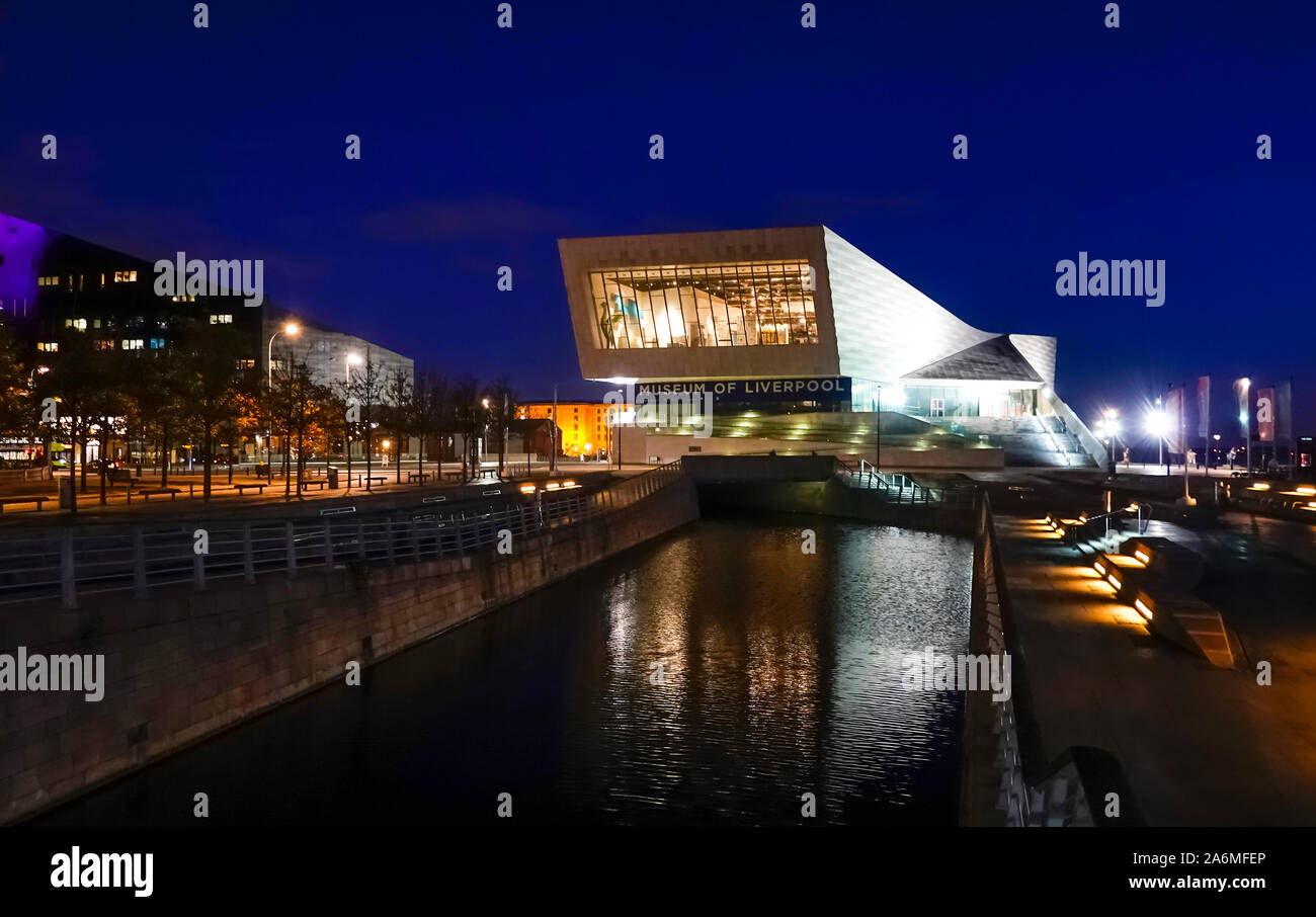 museum-of-liverpool-at-night-2A6MFEP.jpg