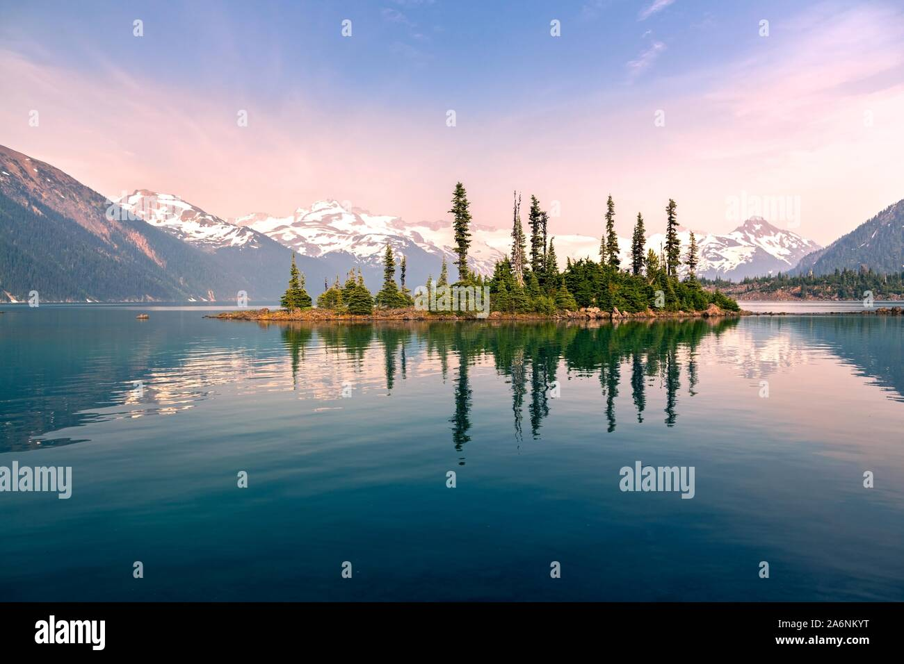 garibaldi-lake-calm-water-landscape-and-
