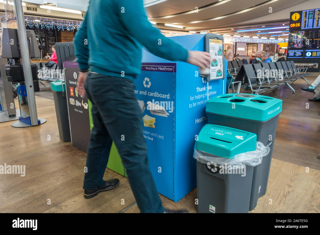 rubbish-bins-at-heathrow-airport-so-that-passengers-can-sort-their-rubbish-into-different-types-of-recycling-2A6TE5G.jpg