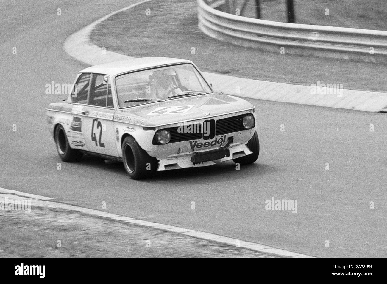 bmw-2002-during-a-1970s-touring-car-race-at-the-nuerburgring-germany-2A78JFN.jpg