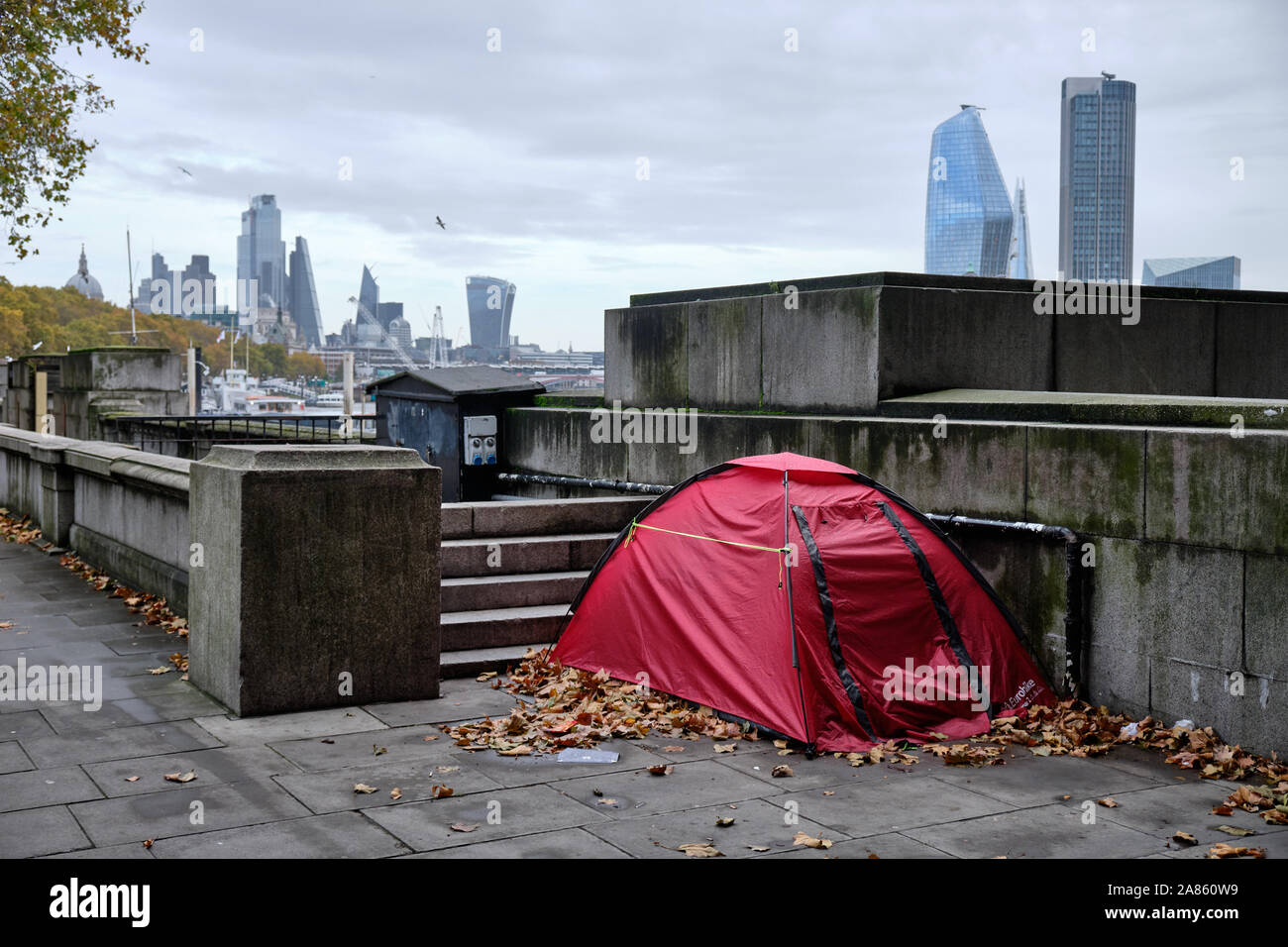 tent-set-up-by-homeless-person-in-public-space-in-london-by-thames-river-on-autumn-grey-day-with-skyline-in-background-2A860W9.jpg