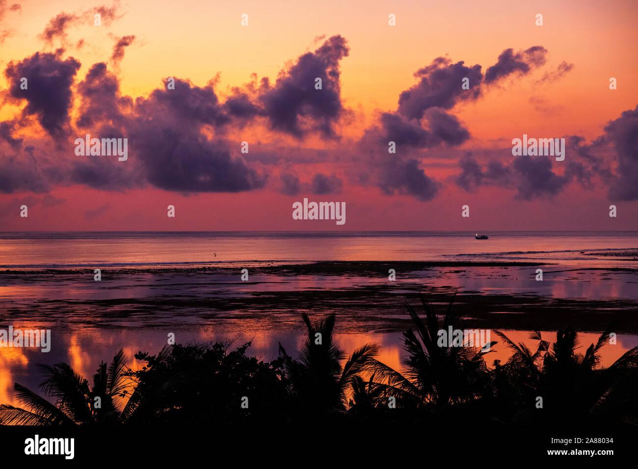 sunrise-over-the-indian-ocean-bali-sea-at-benoa-bay-benoa-bali-indonesia-southeast-asia-asia-2A88034.jpg