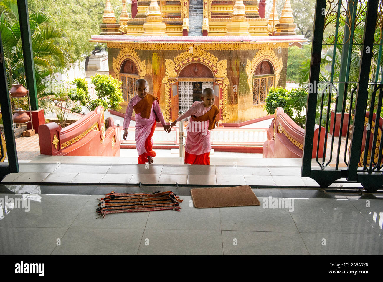 novice-nuns-at-the-entrance-to-the-buddha-shrine-at-the-sakyadhitathilashin-nunnery-school-in-sagaing-myanmar-2A8A9XR.jpg