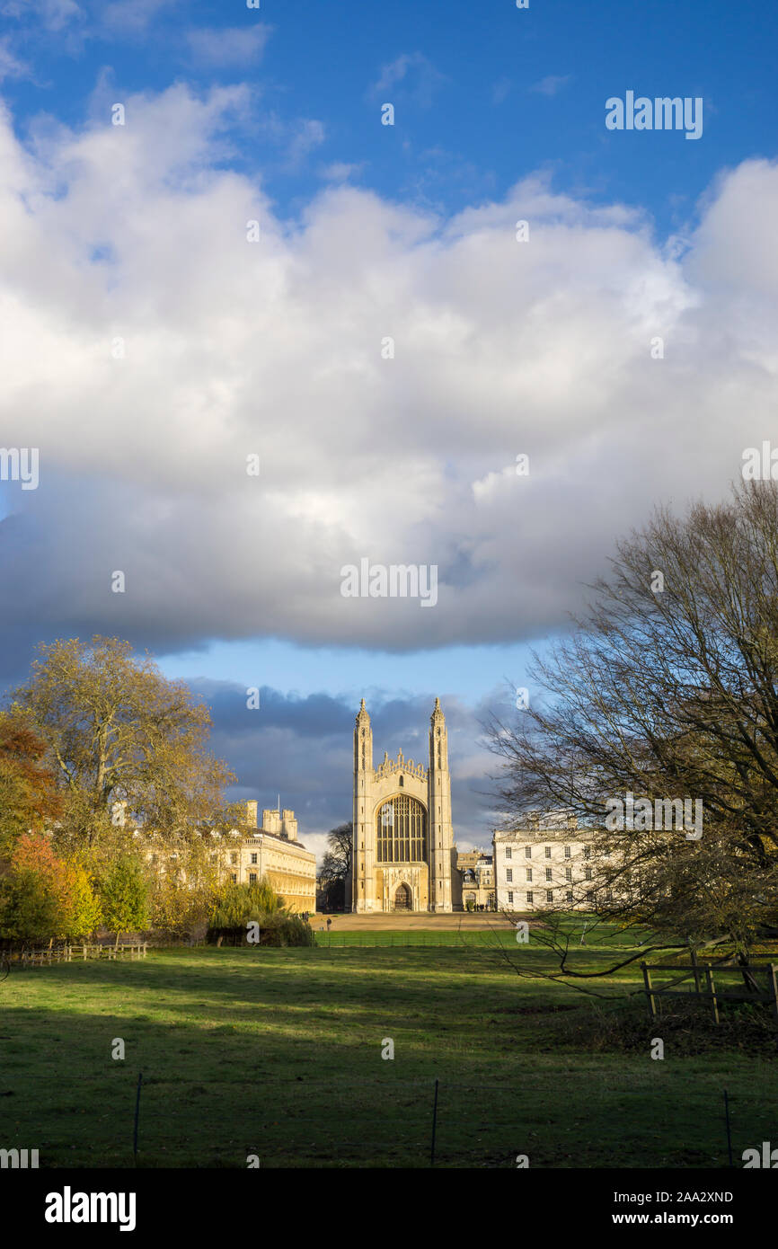 kings-college-and-chapel-with-clare-college-in-late-afternoon-autumn-sunshine-2019-2AA2XND.jpg