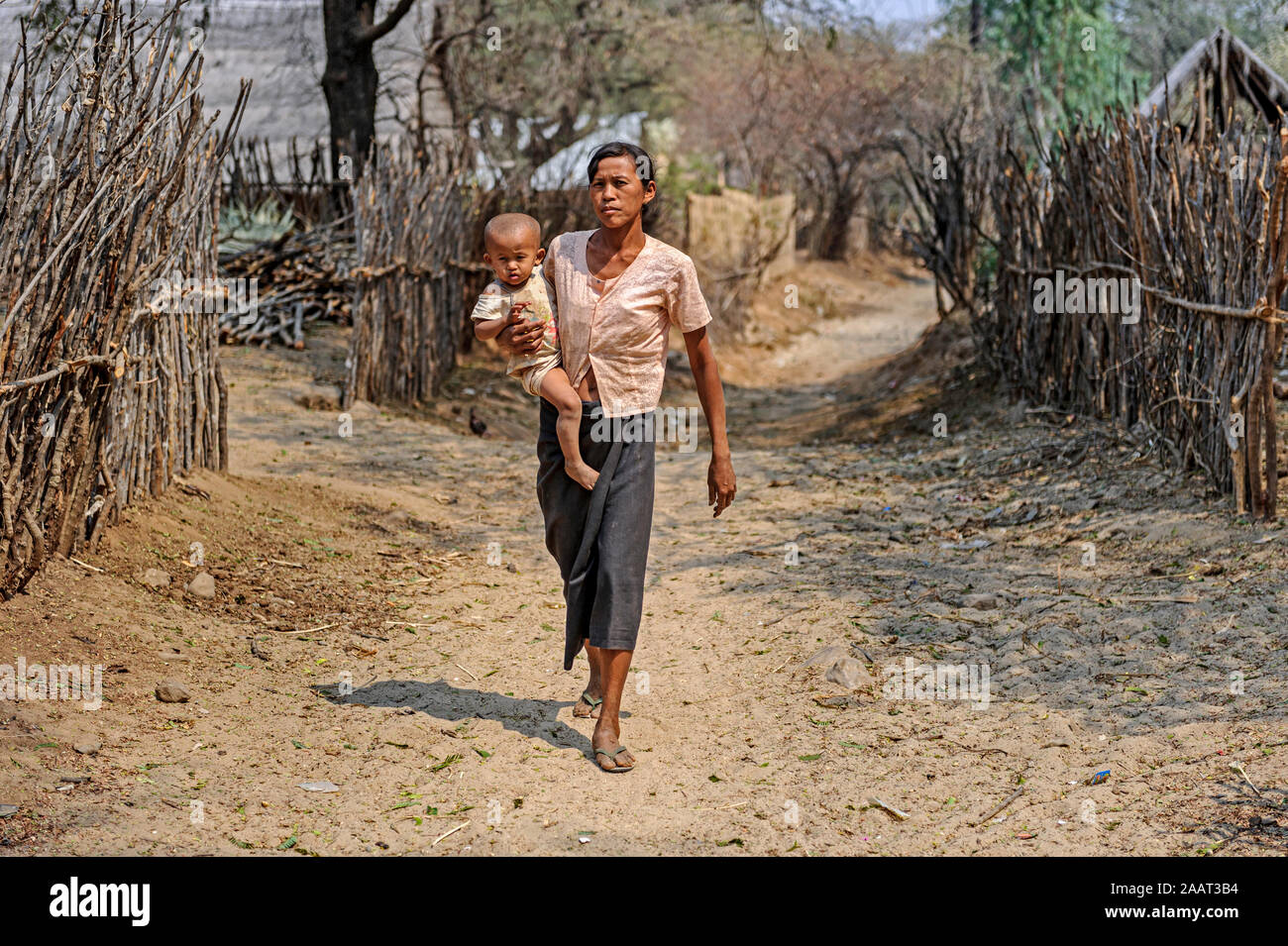villagers-in-nyaung-u-the-mandalay-region-myanmar-burma-2AAT3B4.jpg