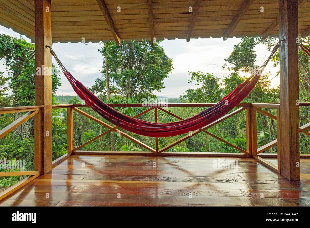 empty-hammock-swinging-at-a-tourist-cabin-in-the-amazone-jungle-2AAT6A2.jpg