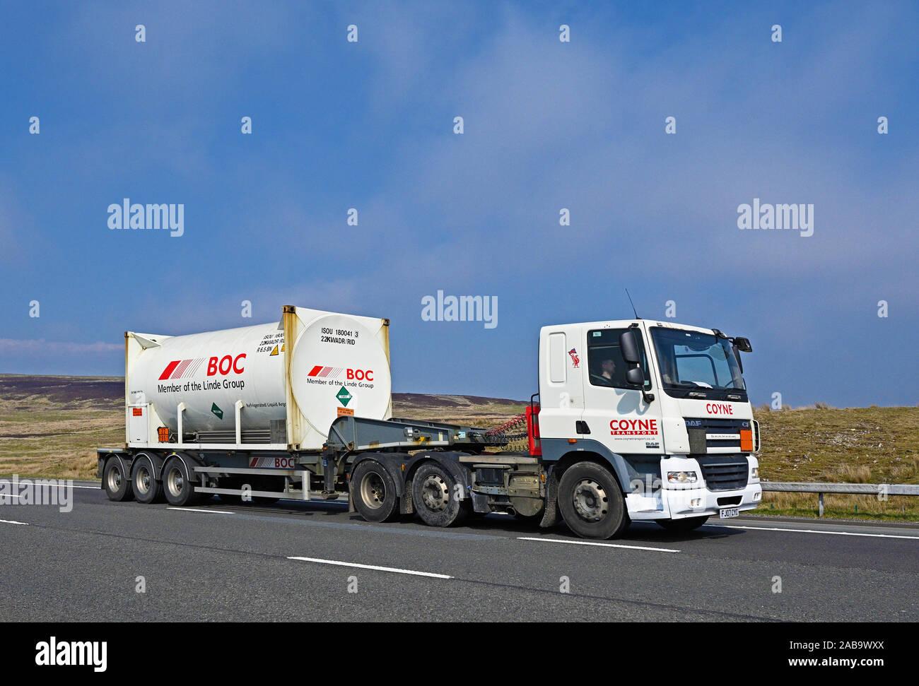 coyne-transport-hgv-with-boc-tanker-trailer-m6-motorway-southbound-shap-cumbria-england-united-kingdom-europe-2AB9WXX.jpg