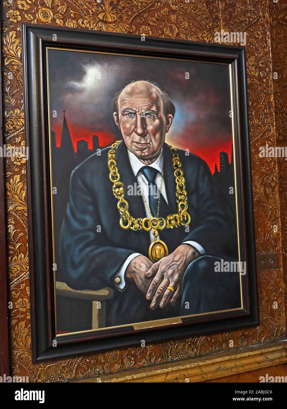 @HotpixUK,HotpixUK,GoTonySmith,UK,Glasgow,Scotland,City Centre,Strathclyde,G2,Lord Provost,portraits,Portraits,Gallery,Glasgow City Chambers,George Sq,George Square,painting,art,P Lally,Pat,Lally,ceremonial chain