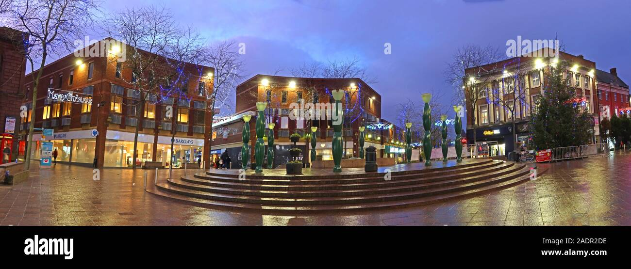 GoTonySmith,HotpixUK,@HotpixUK,Warrington,WBC,North West,Bridge St,pano,retail,Warringtonians,Xmas,dusk,evening,American artist,iconic,square,golden square,skittles,Howard Ben Tre,Gay Ben Tre,public art,IRA bombing 1993