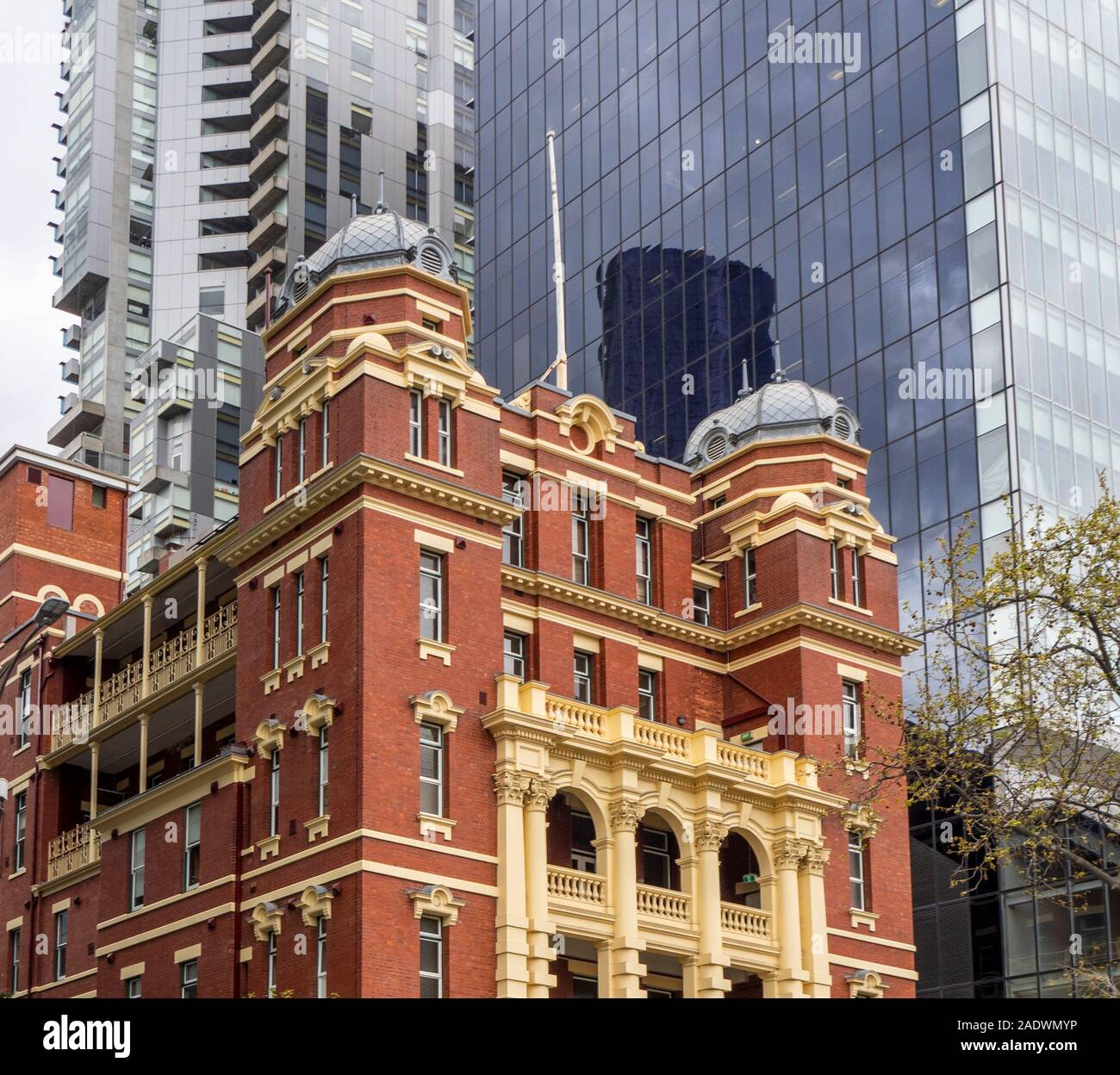 part-of-former-queen-victoria-memorial-hospital-in-edwardian-architecture-now-queen-victoria-womens-centre-located-lonsdale-st-melbourne-victoria-aust-2ADWMYP.jpg