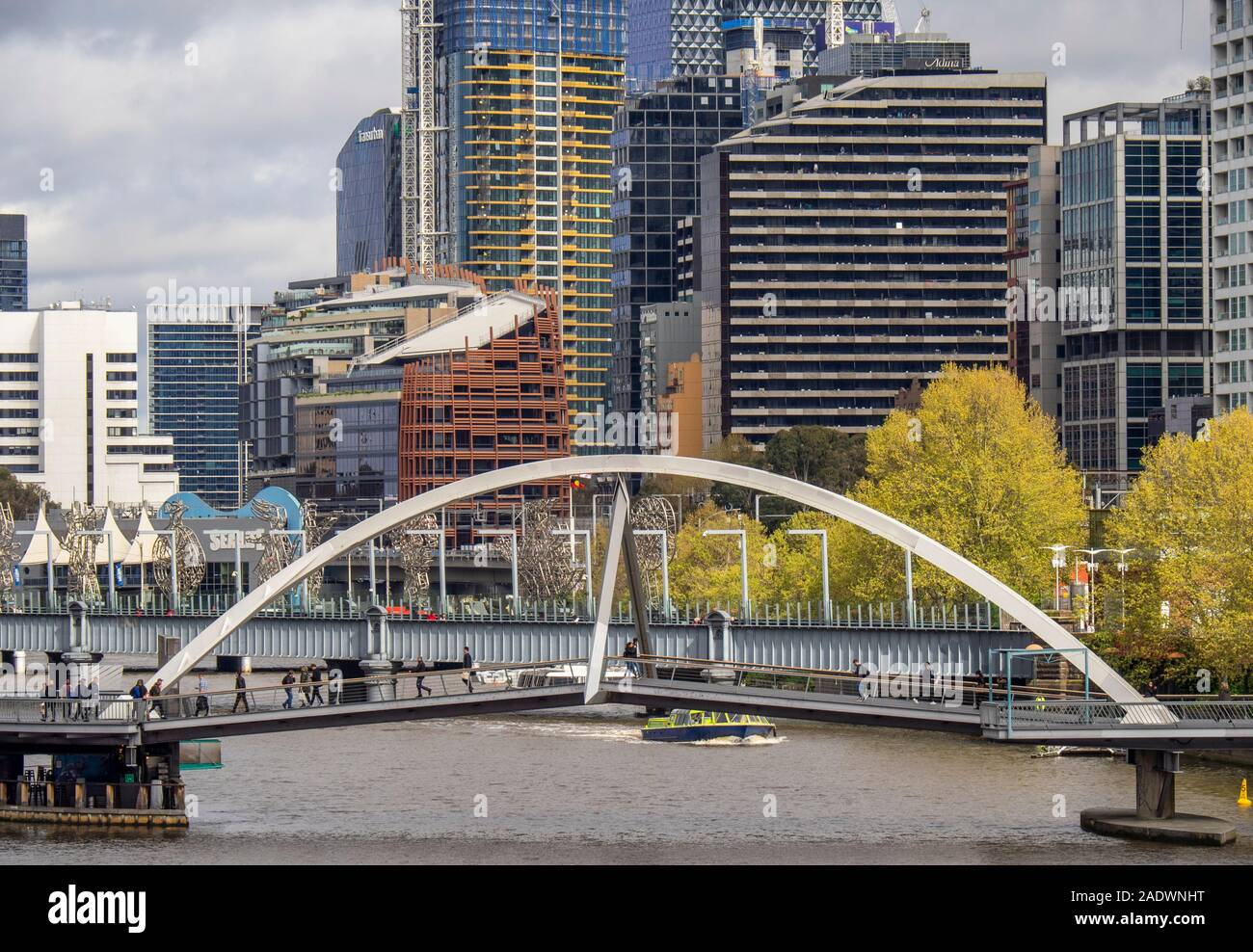 evan-walker-bridge-pedestrian-bridge-footbridge-crossing-the-yarra-river-and-sandride-bridge-in-background-melbourne-victoria-australia-2ADWNHT.jpg