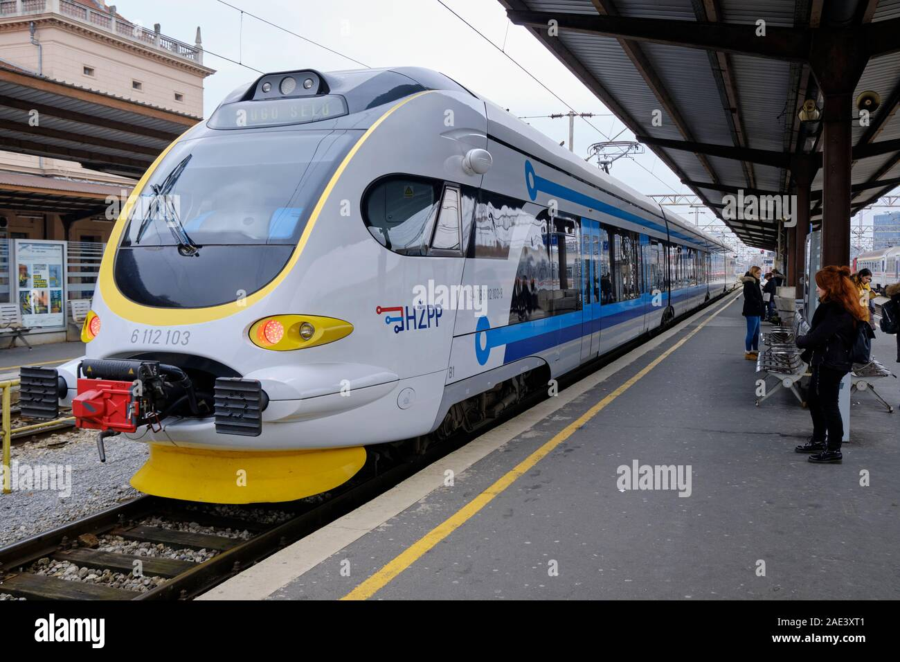 hz-series-6112-emu-train-at-platform-in-zagreb-station-zagreb-croatia-2AE3XT1.jpg