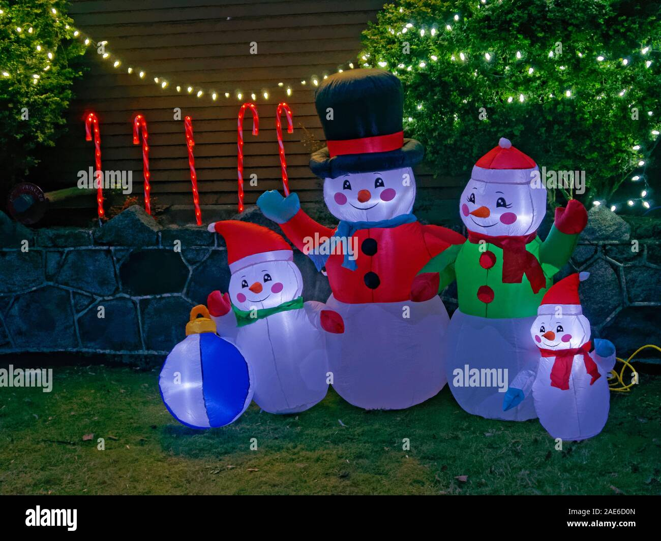family-of-snowmen-christmas-decorations-