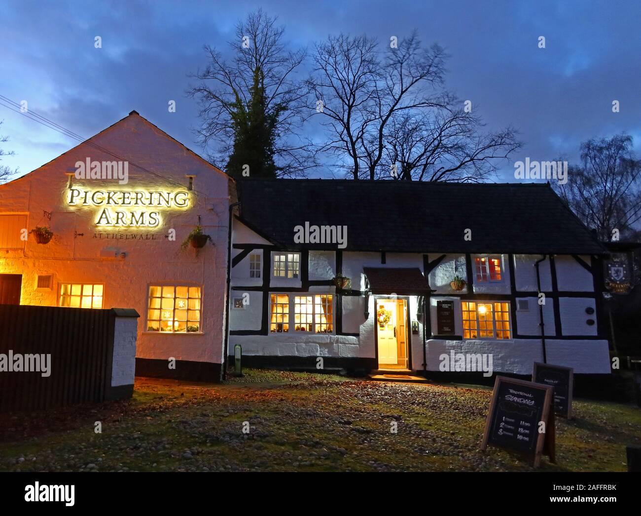 @HotpixUk,HotpixUK,GoTonySmith,pub,bar,at dusk,night,night time,Cheshire,England,UK,winter,warm,16th century,16th,century,history,historic,tavern,taverns,inn,inns,Inglenook Inns & Taverns,Ingle nook
