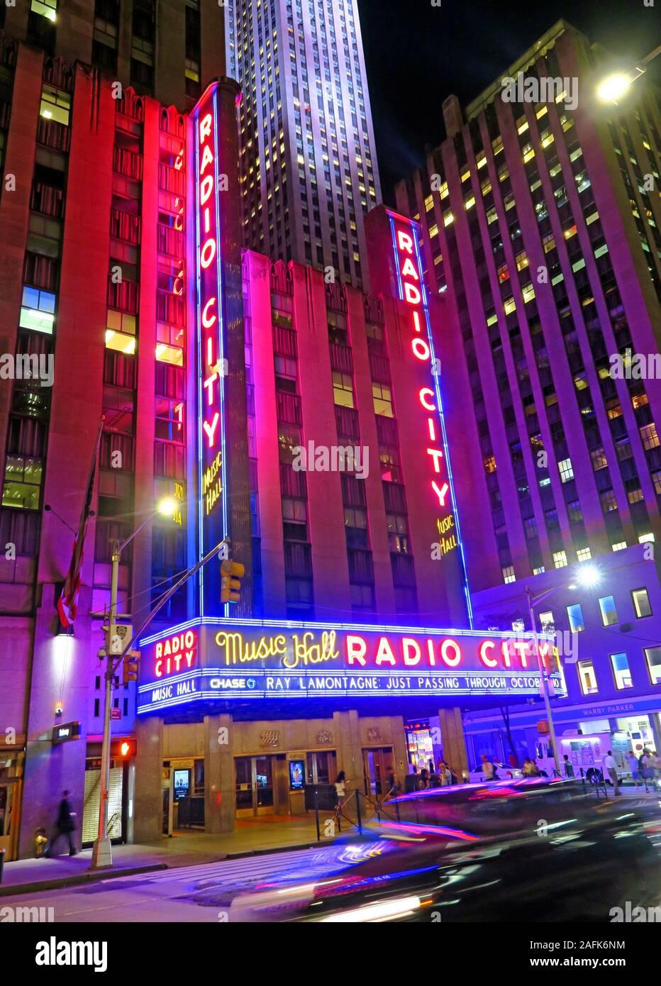 HotpixUK,@HotpixUk,GoTonySmith,NYC,NY,New York,Manhattan,USA,city,city centre,US,venue,performance,at night,night,evening,nighttime,neon,lights,neon lights,Art Deco style,Art Deco,style,Radio City,New York City Landmark,landmark,Samuel Roxy Rothafel,Radio City theater,theater,theatre,architect Edward Durell Stone,architect,Edward Durell Stone,facade,music hall neon,neon lighting,51st Street,51st St