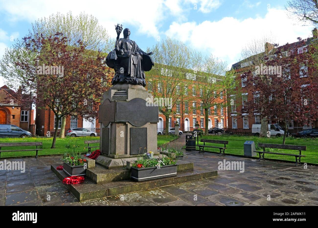 HotpixUK,@HotpixUK,GoTonySmith,Bridgwater,Somerset,SDC,Sedgemoor,Sedgemoor District Council,South West England,England,UK,South West,town,TA6,King Square,listed,grade II,plinth,W Morris Art Bronze Foundry,bronze,sculpture,garden,gardens,Sir George Frampton,Sedgemoor District Council in the background,IN HONOUR OF THE MEN OF BRIDGWATER WHO GAVE THEIR,Georgian square
