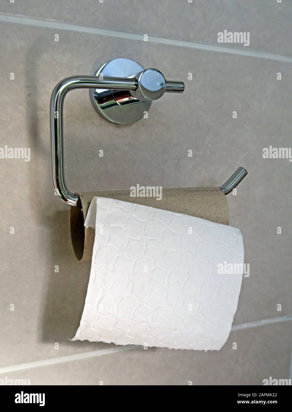 HotpixUK,@HotpixUK,GoTonySmith,England,UK,bog roll end,end of the toilet roll,the end of the toilet roll,toilet roll,bog roll,tube,finishing the roll,not replacing,empty tube,toilet paper,toilet,bathroom,restroom,tiles,tile,last sheet,sheet,sheets,last sheet on the roll,remaining sheet,toilet roll holder,bog standard,cruel,unfair,selfish,toilet habit,toilet habits,jeopardy,hopeless,hopelessness,IBS,Irritable Bowel Syndrome,bowel,movement,poo