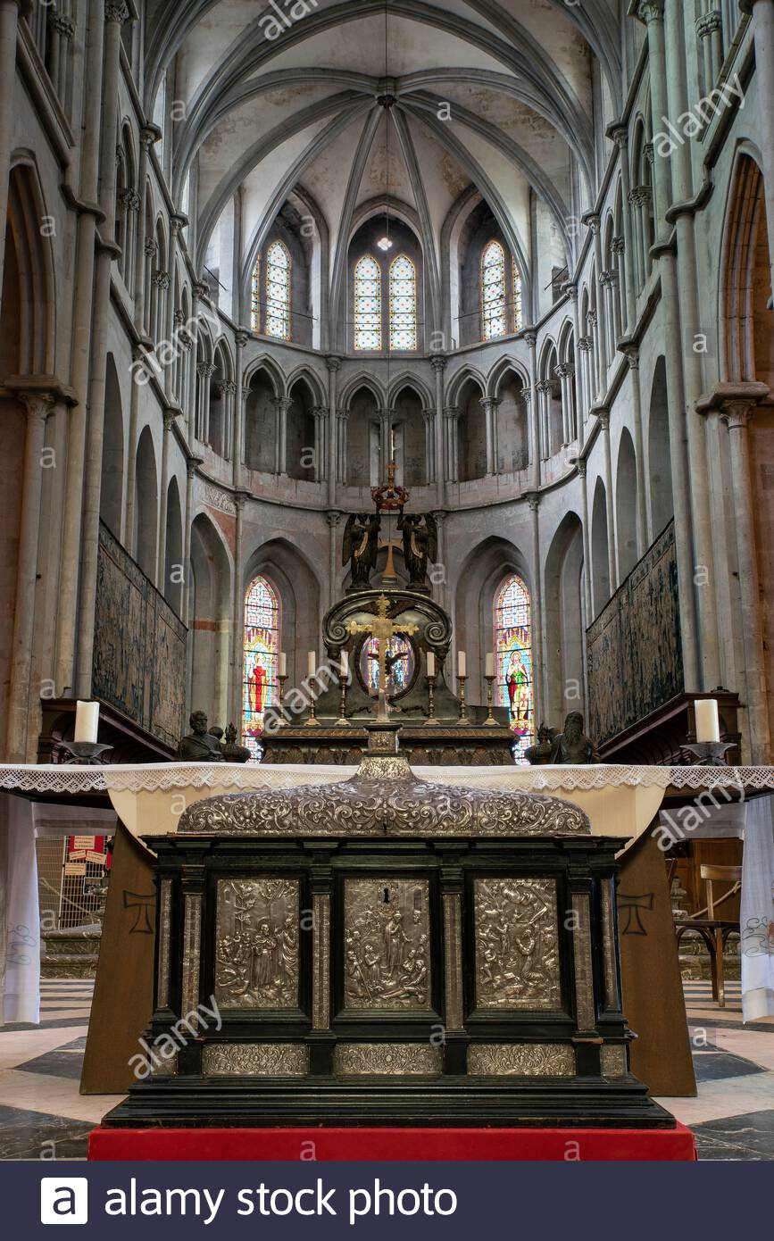 saint-antoine-labbaye-reliquary-shrine-w