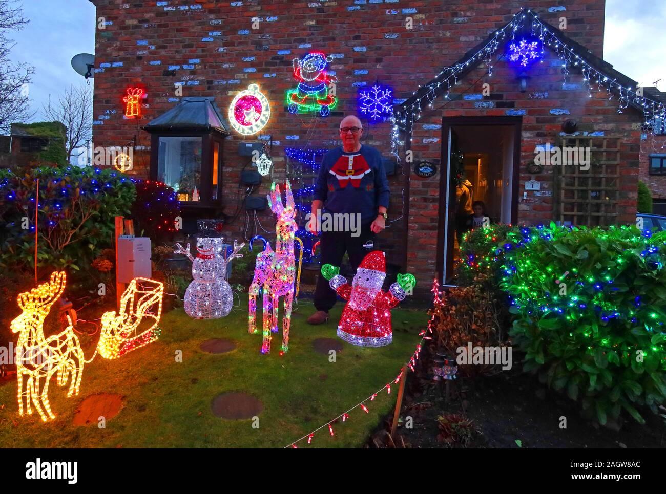 hotpixUk,@HotpixUK,GoTonySmith,Thelwall,Warrington,South Warrington,WA4,Cheshire,England,UK,Warrington Villages,at Xmas,lights,dusk,night,Xmas,Christmas,resident,owner,Christmas decorations,beautiful,decorations