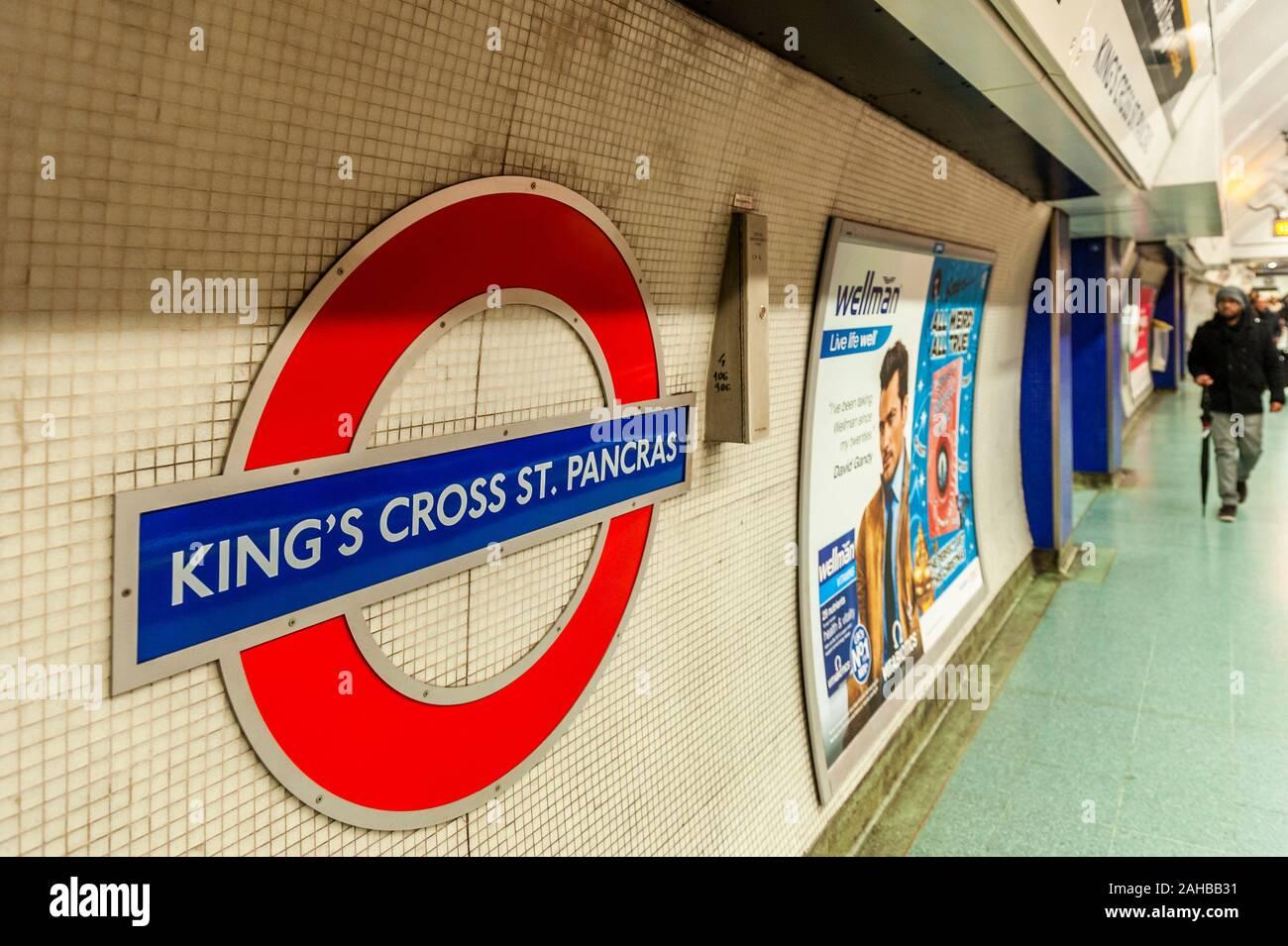 london-underground-london-uk-2AHBB31.jpg