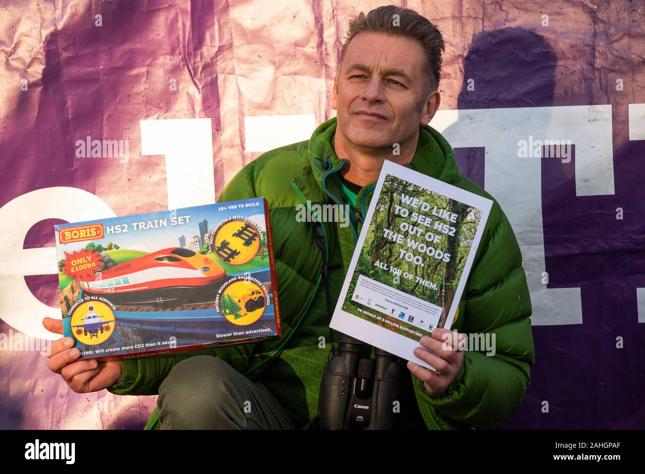 denham-uk-29th-december-2019-stand-for-the-trees-a-walk-for-wildlife-and-water-organised-by-chris-packham-and-supported-by-extinction-rebellion-rethinkhs2-save-the-colne-valley-stop-hs2-and-hillingdon-green-party-speakers-described-the-threats-to-the-habitats-that-are-the-homes-of-endangered-eels-bats-otters-water-voles-the-loss-of-28000-trees-to-hs2-and-the-chalk-aquifer-that-contributes-to-much-of-londons-water-pictured-chris-packham-credit-stephen-bellalamy-2AHGPAF.jpg