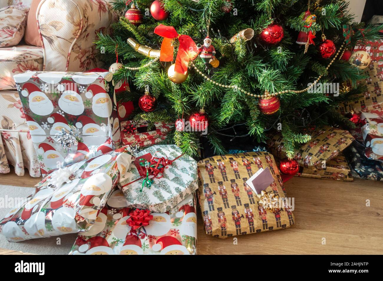 christmas-presents-on-the-floor-underneath-a-christmas-tree-decorated-with-gold-and-red-baubles-2AHJNTP.jpg