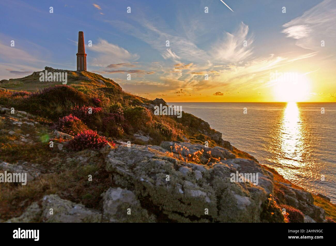 the-setting-sun-at-cape-cornwall-cornwall-south-west-england-uk-2AHN9GC.jpg