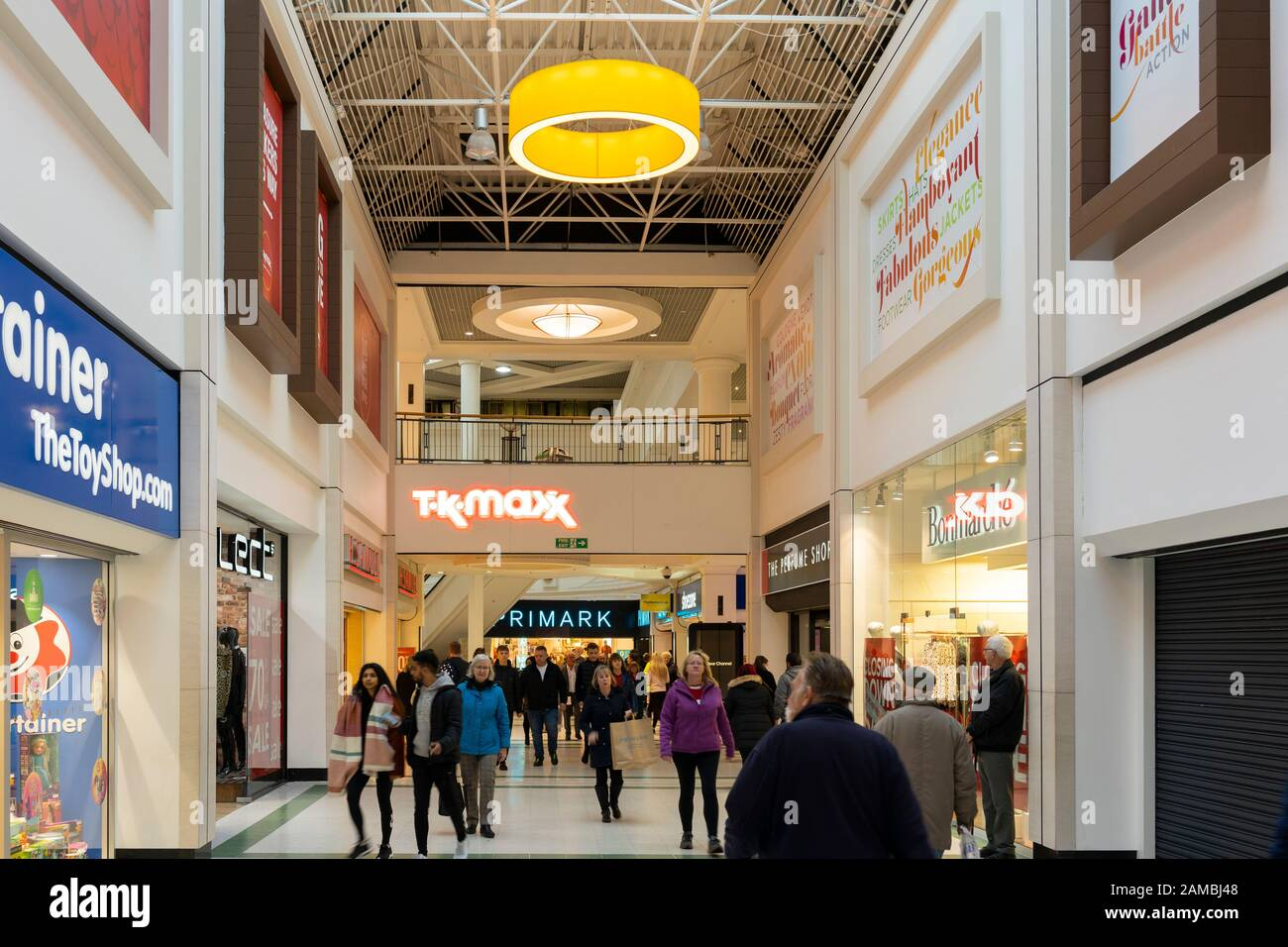 shoppers-walking-through-the-indoor-king