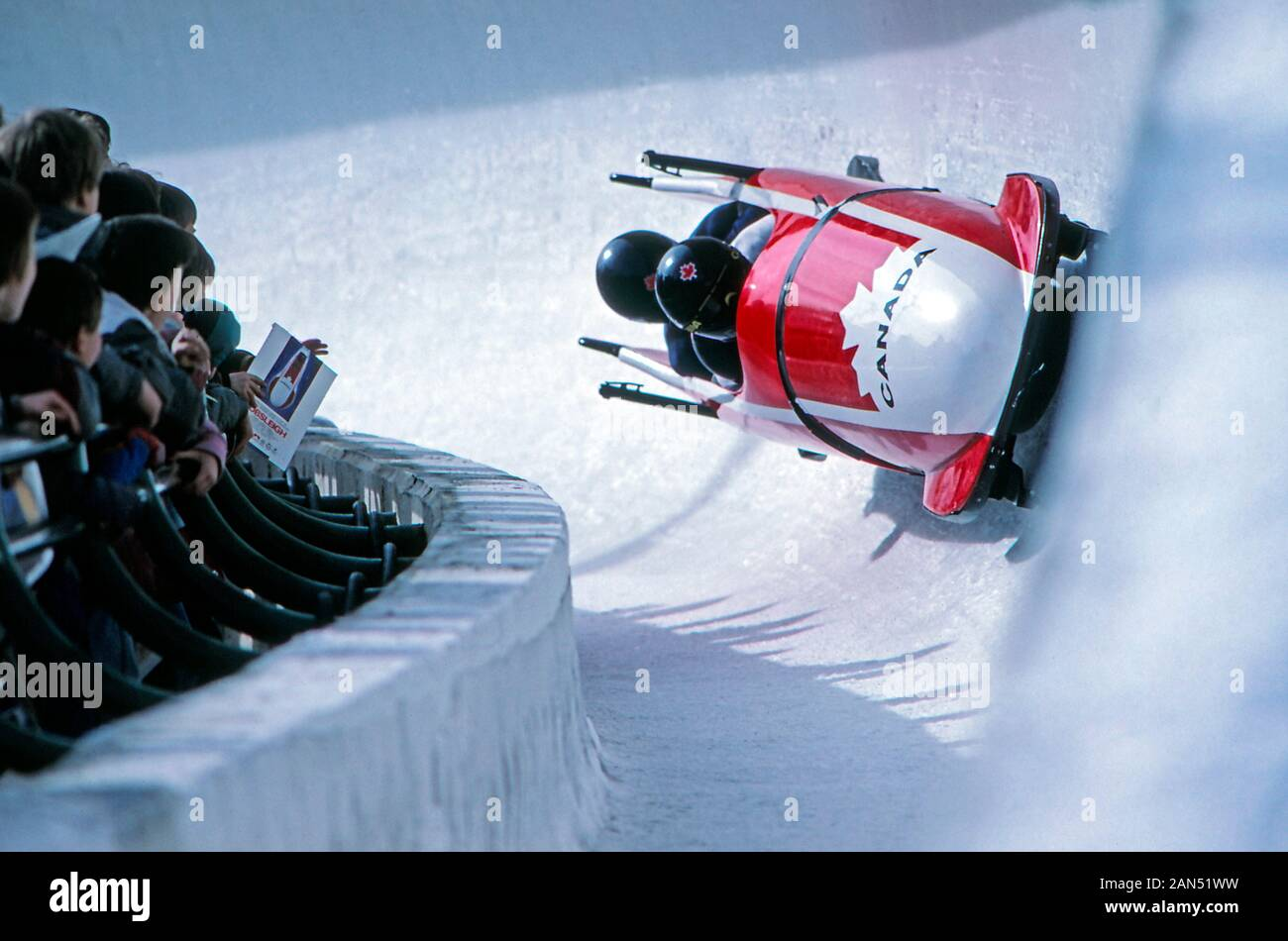 bobsled-team-on-a-luge-track-in-canada-2AN51WW.jpg