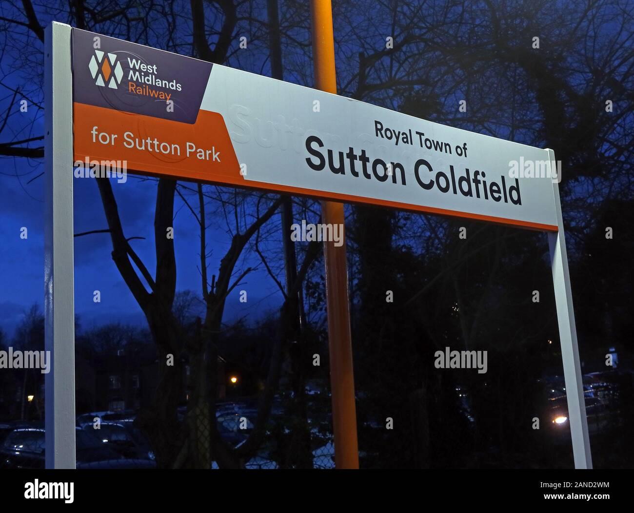 GoTonySmith,HotpixUK,@Hotpixuk,Sutton Coldfield,Royal,town,West Midlands,England,Midlands,West Midlands Railway,train,trains,public transport,station,rail,railway,B74,dusk,night,nighttime,night time,sign,rail network,network,for Sutton Park,town centre,affluent,suburb,urban,Royal Town Of Sutton Coldfield,Sutton Coldfield railway Station,Sutton Coldfield Station,railway Station