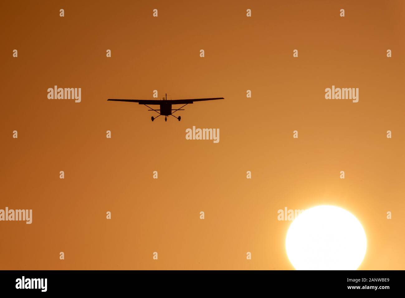 light-aircraft-plane-landing-at-london-southend-airport-essex-uk-late-afternoon-in-winter-sunset-dusk-cessna-airplane-over-sun-disc-orange-sky-2ANWBE9.jpg