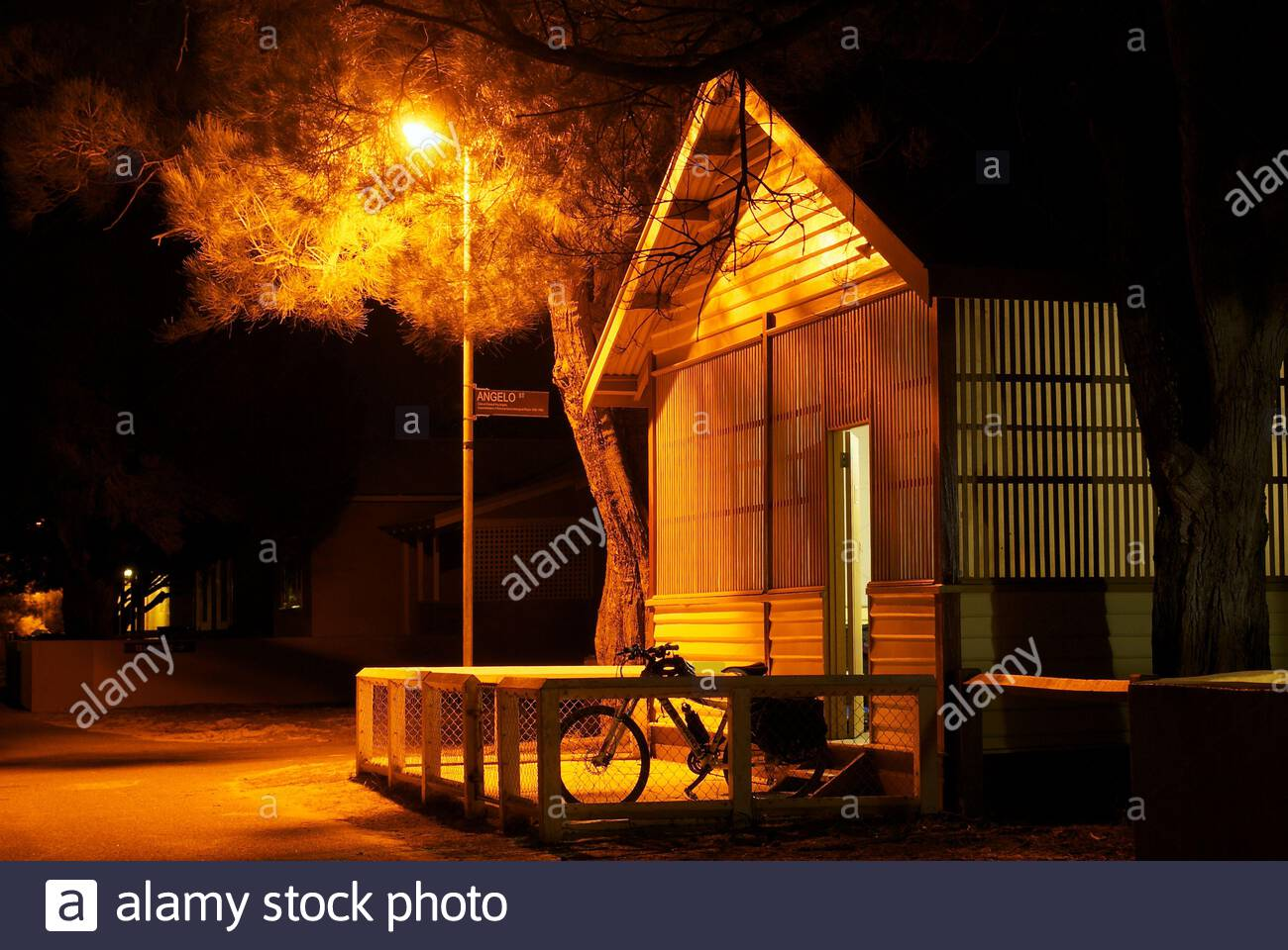 bungalow-at-night-at-the-thomson-bay-settlement-on-rottnest-island-western-australia-the-bungalows-were-built-in-the-1920s-2AP4W08.jpg