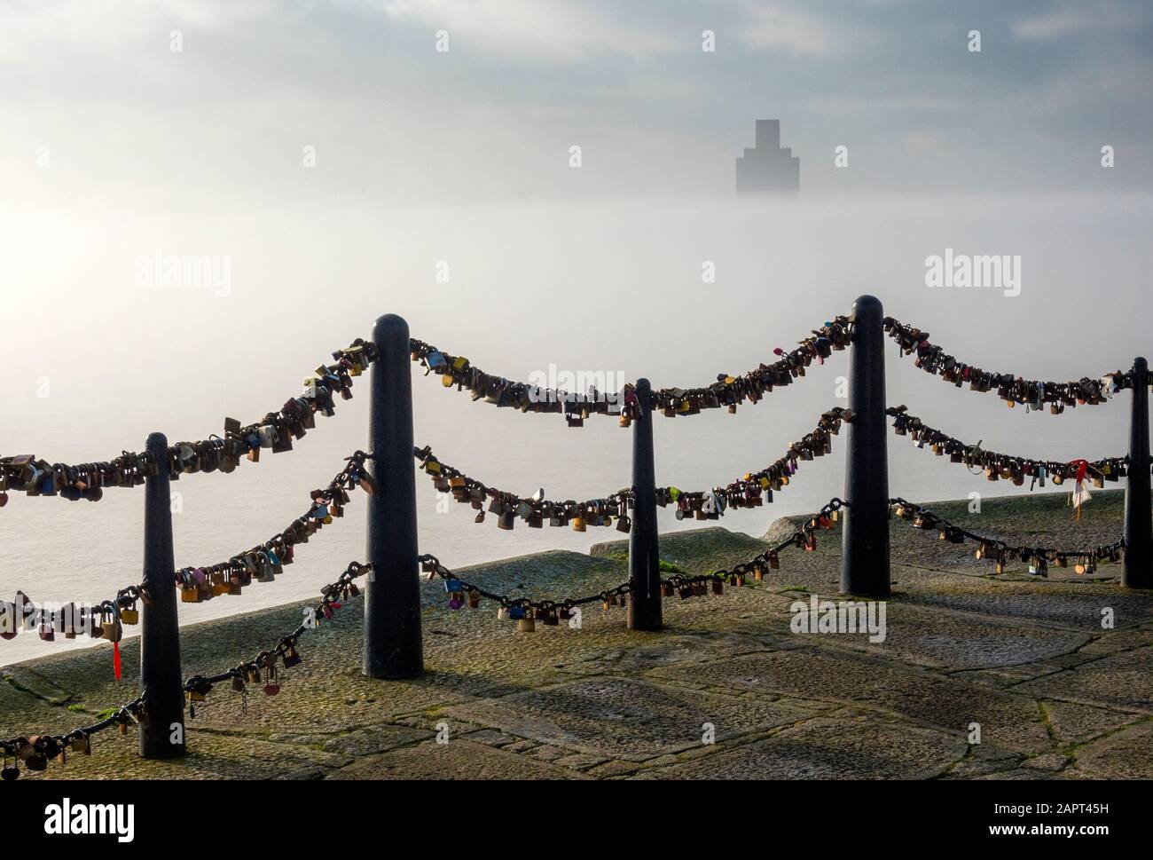 heavy-fog-on-the-river-mersey-in-liverpo