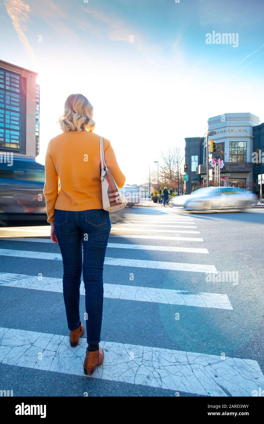 usa-maryland-bethesda-pedestrian-safety-woman-crossing-in-a-crosswalk-with-car-traffic-2ARD3WY.jpg