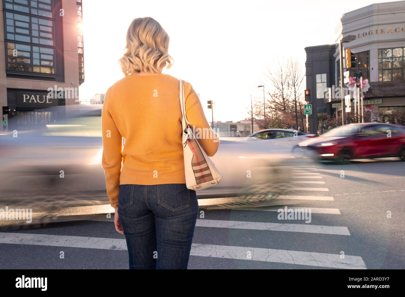 usa-maryland-bethesda-pedestrian-safety-woman-crossing-in-a-crosswalk-with-car-traffic-2ARD3Y7.jpg