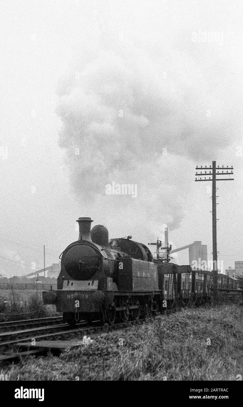lambton-tank-loco-no-29-passing-philadel